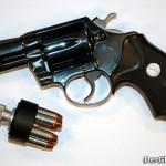 Als Jäger und Jagdaufsichtsorgan ist Anton im Besitz einiger Schußwaffen; üblicher Weise auch von Kurzwaffen, wie einem Revolver, der für den sogenannten Fangschuß verwendet wird. | Symbolbild: DerGloeckel.eu