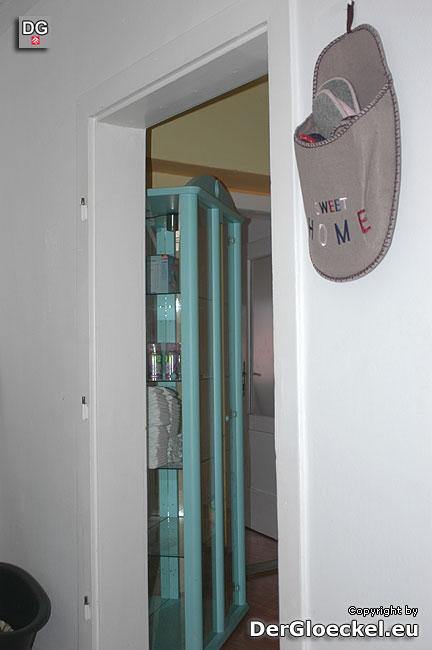 Auch die zweite Türe nach dem Treppenaufgang zu den Wohnräumlichkeiten von Frau D. wurde im Auftrag der Vermieterin entfernt | Foto: DerGloeckel.eu