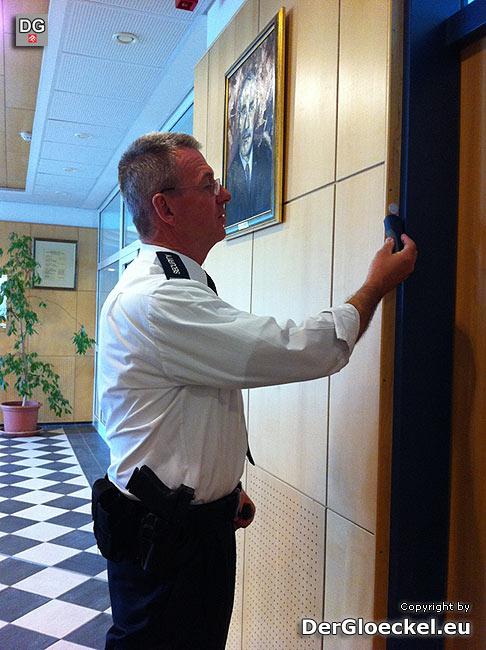 Der Sicherheitsdienst kontrolliert auch regelmäßig das gesamte Behördengebäude | Foto: DerGloeckel.eu