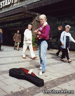 Straßenmusikantin Emilie | Foto: DerGloeckel.eu