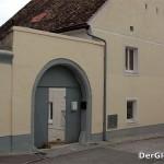 Willkür-Aktion einer Vermieterin - wegen Zwistigkeiten einfach das Haustor entfernt? Eine Einladung für Kriminelle | Foto: DerGloeckel.eu